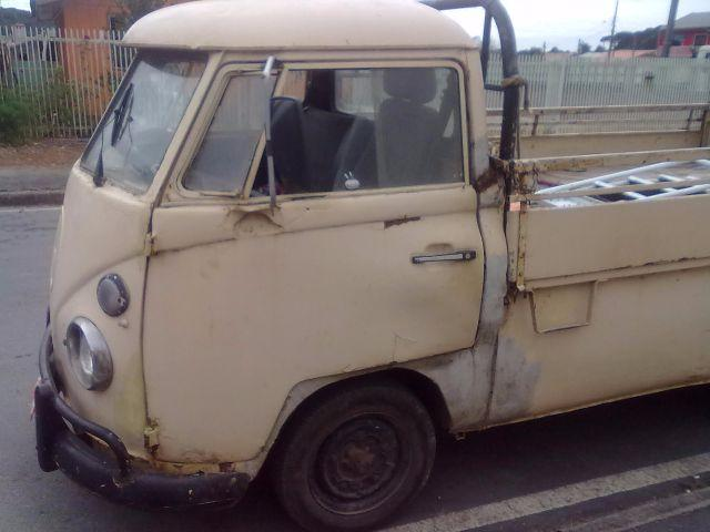 KOMBI ANTIGA</H3><P CLASS= TEXT DETAIL-SPECIFIC MT5PX > 99.999 KM | CÂMBIO: MANUAL | GASOLINA</P></D