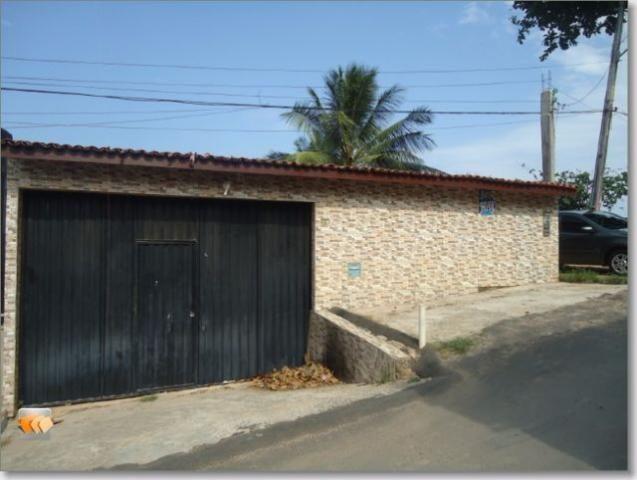 Casa 2/4 3 vagas grande quintal em Itapuã