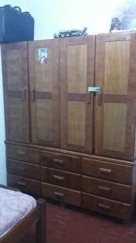 Guarda roupa com 9 gavetas , pura madeira