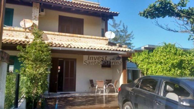 Ótima casa 3 dormitórios, 2 suítes, centro e beira mar!!
