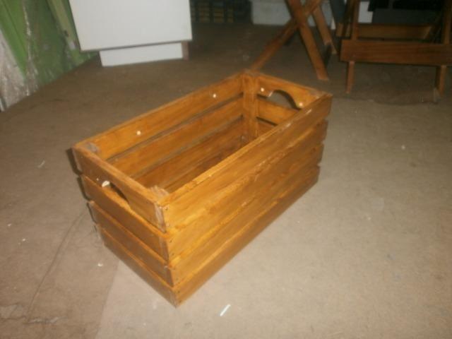Engradados de madeiras - caixotes envernizados - medindo 58 x 30 x 30 - Foto 5