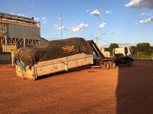 Vende-se Caminhão Ford Cargo 2628, Roll on com caçamba, 2011-2012 - Foto 4