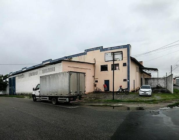 GA0040 Galpão Comercial no Ancuri, 700m² construído, escritório, vaga de garagem