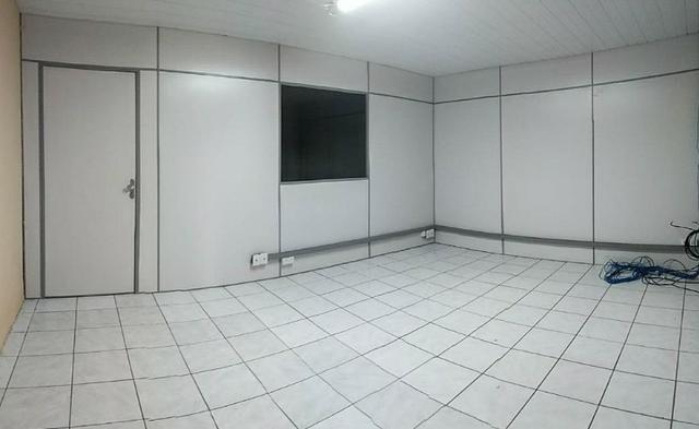 GA0040 Galpão Comercial no Ancuri, 700m² construído, escritório, vaga de garagem - Foto 2