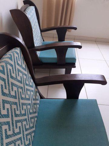 Vendo 02 cadeiras  de madeira - Foto 2