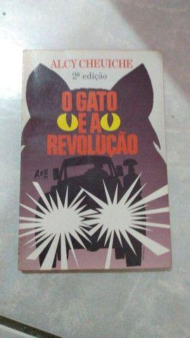 O gato e a revolução