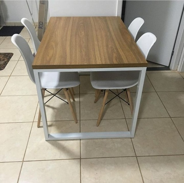 Mesa de Jantar industrial com 4 cadeiras Eiffel