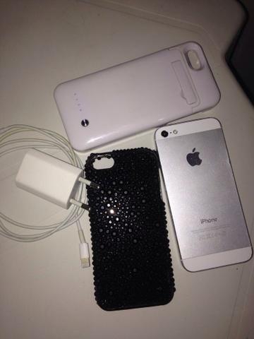 IPhone 5 16GB e case carregador por R$700