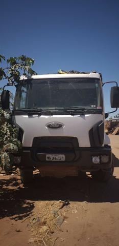 Vende-se Caminhão Ford Cargo 2628, Roll on com caçamba, 2011-2012 - Foto 9