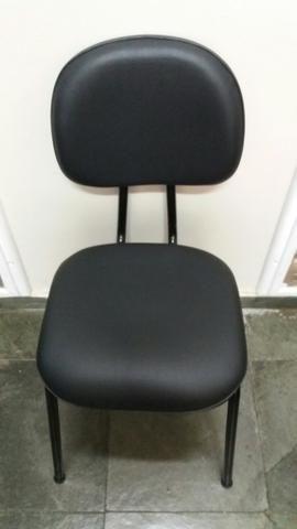 4 Cadeiras secretária fixa em corino.