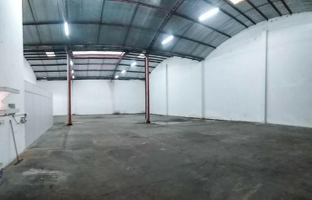 GA0040 Galpão Comercial no Ancuri, 700m² construído, escritório, vaga de garagem - Foto 3