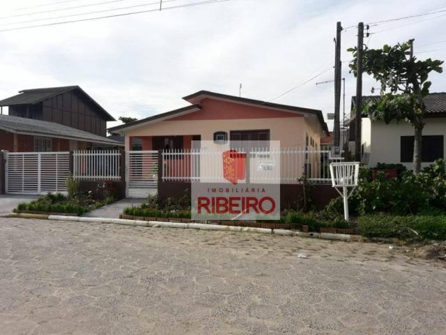 Casa com excelente localização no Centro de Balneário Arroio do Silva!!