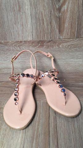 Rasteirinha bolsas relógio cosméticos calçados  - Foto 2