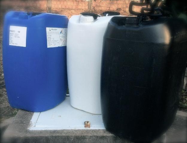 Bombonas Plasticas Usadas 50 litros 7 Reais - Foto 2