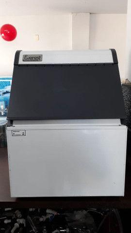 Máquina de Gelo 50Kg deposito de 6kg