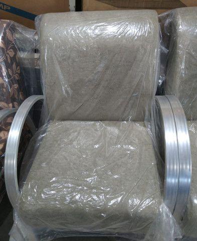 Poltrona Com Braço e Pé de Alumínio - Foto 5