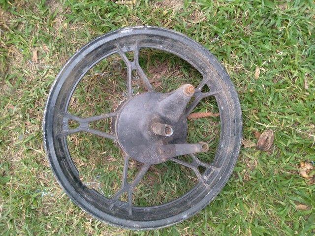 Roda traseira da moto indruder 125c , e churrasqueira da moto indruder 125c.  - Foto 2