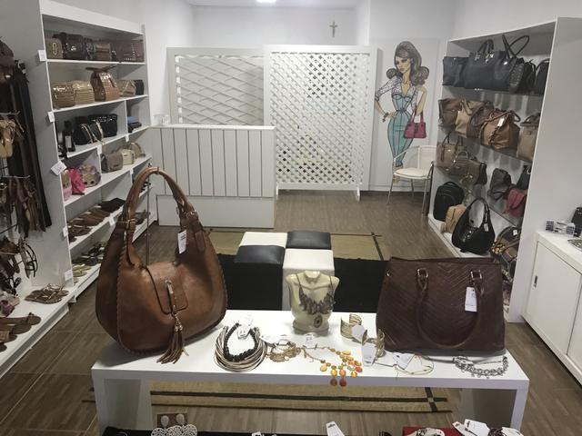 Vendo móveis para loja de calçados e acessórios
