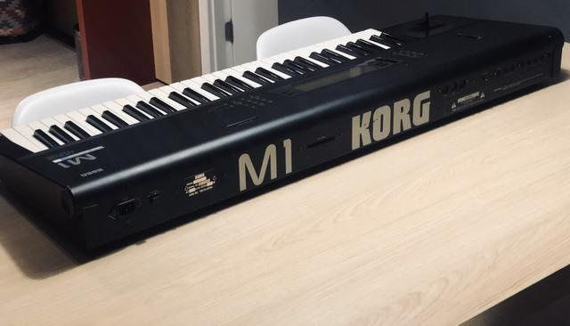 Teclado Sintetizador Korg M1 - Impecável!!!