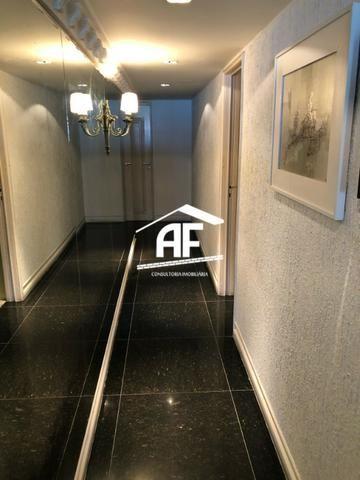 Apartamento com Vista para o mar - 300m² - 3 quartos todos suítes - Ótima localização - Foto 18