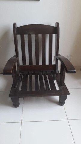 Vendo 02 cadeiras  de madeira - Foto 3