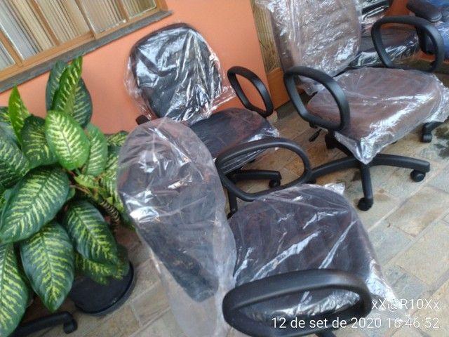 Cadeira diretor com pistão a gás e função RELAX - Foto 3
