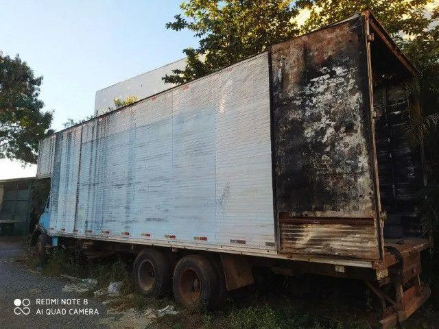 Caminhão Mercedes Bens 1113 Trucado, direção hidráulica, motor já vendido - Foto 2