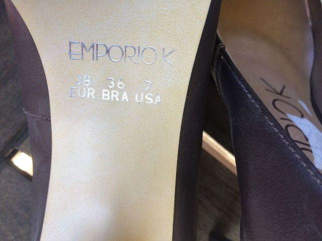 Sapato marrom escuro - Couro - com detalhe em dourado. Nunca usado - Foto 3