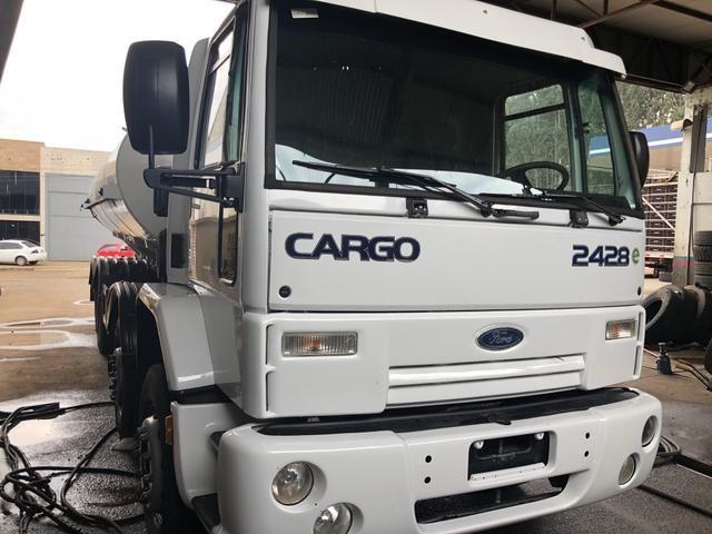 Caminhao Ford cargo 2428 8x2 2011 + tanque 20 mil litros - Foto 2