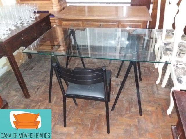 Escrivaninha de cavaletes com tampo de vidro - Foto 2