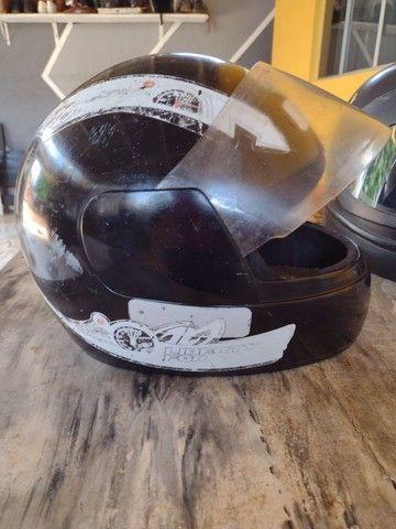 Vende-se capacete tamanho criança por 40R$ - Foto 2