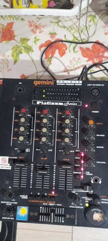 Vendo aparelho antigo de mixagem  - Foto 3