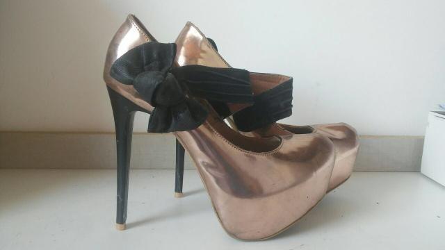 Sapatos femininos em ótimo estado