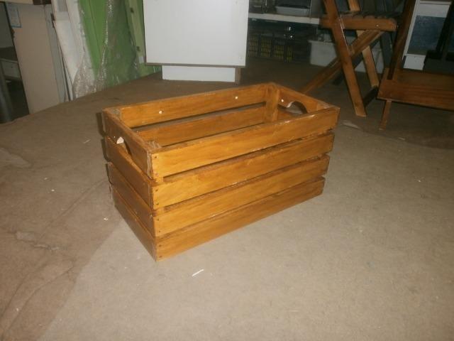Engradados de madeiras - caixotes envernizados - medindo 58 x 30 x 30 - Foto 6