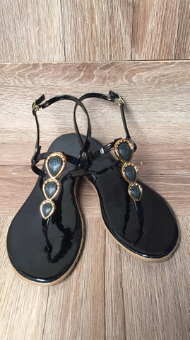 Rasteirinha bolsas relógio cosméticos calçados