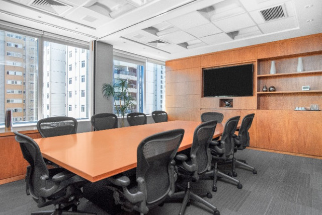 Espaço de trabalho flexível com secretária dedicada em Regus Renaissance Work Center - Foto 2