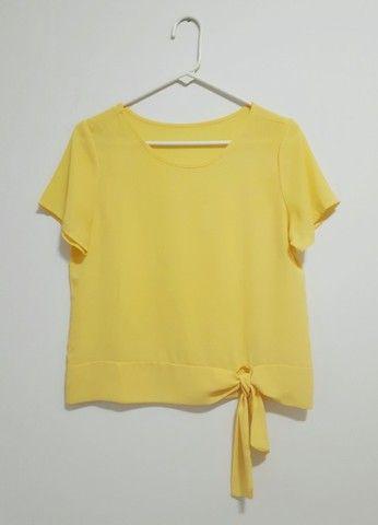 Blusa crepe manga curta amarela