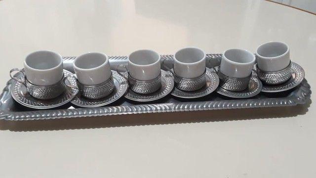 Vende-se Jogo de Xicaras de Café de Porcelana com base de inox
