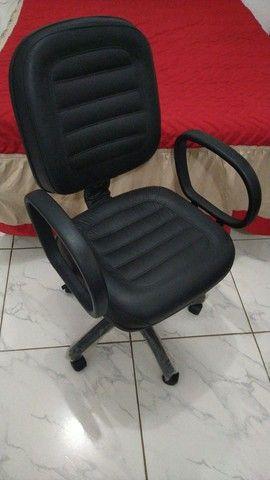 Cadeira diretor com pistão a gás e função RELAX - Foto 6