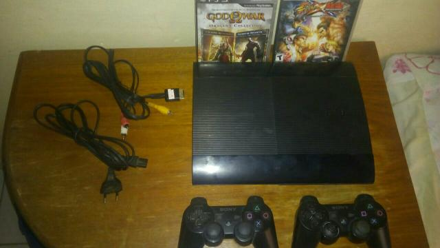 Vendo Ps3 + 2 controles