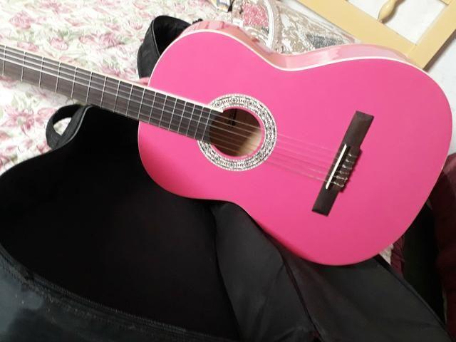 Vendo violão rosa sem detalhes