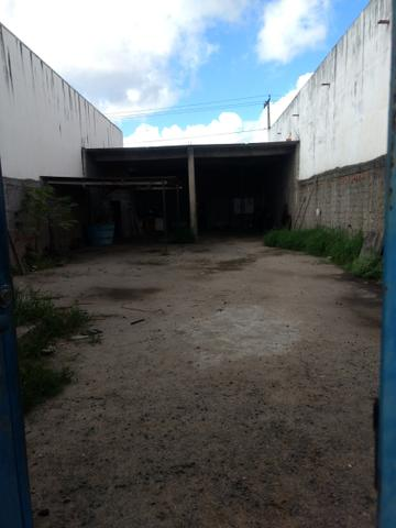 Alugo terreno com estrutura para oficina ou estacionamento de caminhões - Foto 3
