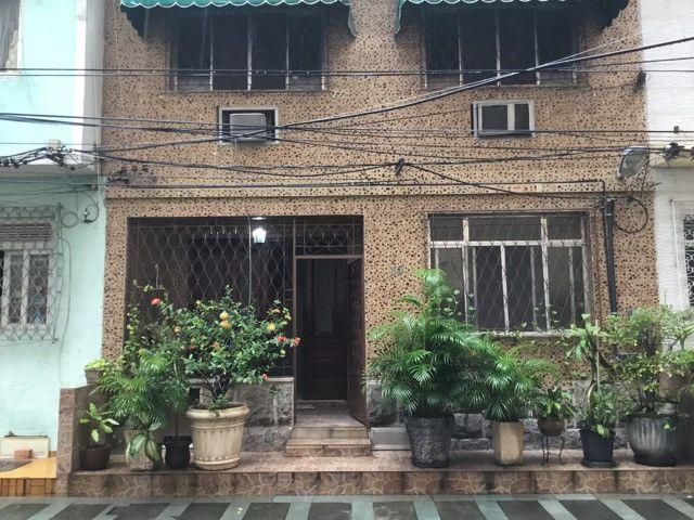 Casa triplex em vila residencial no Centro
