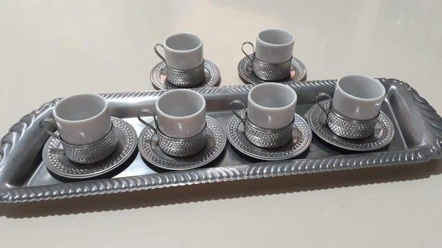 Vende-se Jogo de Xicaras de Café de Porcelana com base de inox - Foto 2