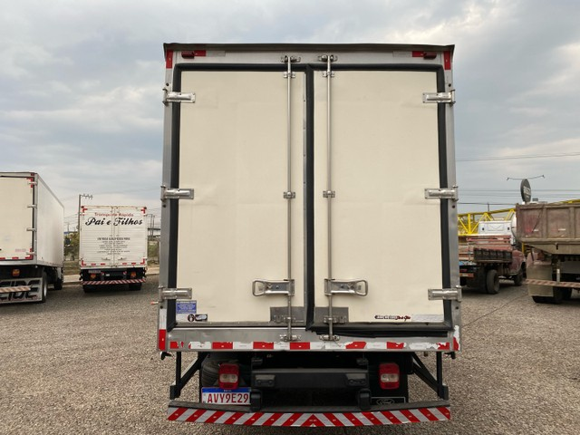 Ford Cargo 816 ano 2013 câmara fria - filé n accelo vw 3/4 8150 710 915 - Foto 4