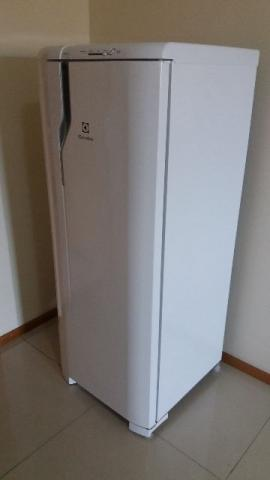 Refrigerador Electrolux RE31 (Degelo Prático) - Semi Novo Excelente