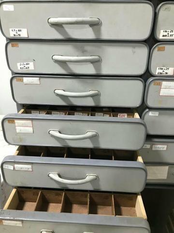 Armario com gavetas