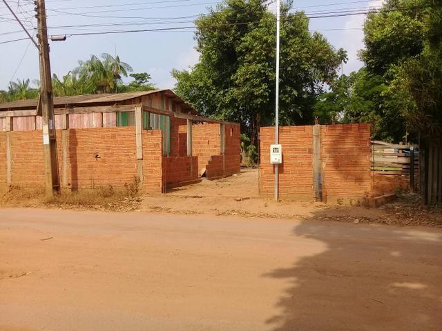 Vendo uma casa ou trocar por carro - Foto 3