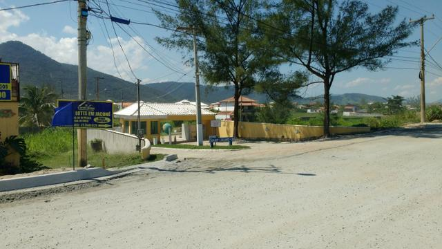 Ótimos terrenos financiados em Condomínio de frente à praia de Jaconé, Saquarema