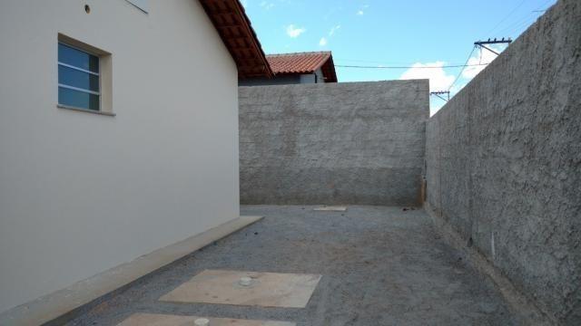 Lindas casas 02 qts padrão e Pne quintal garagem ótima localização transporte na porta - Foto 8